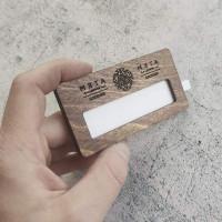 Бейджи деревянные с окошком